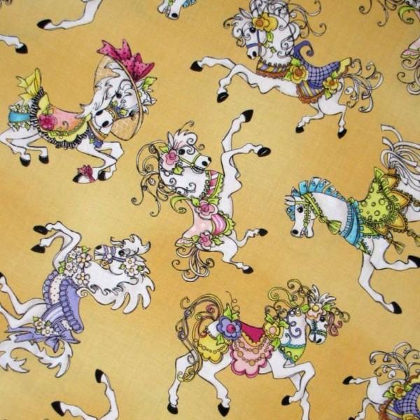 "Bomuld ""Carousel"" karrusel heste gul by Loralie"