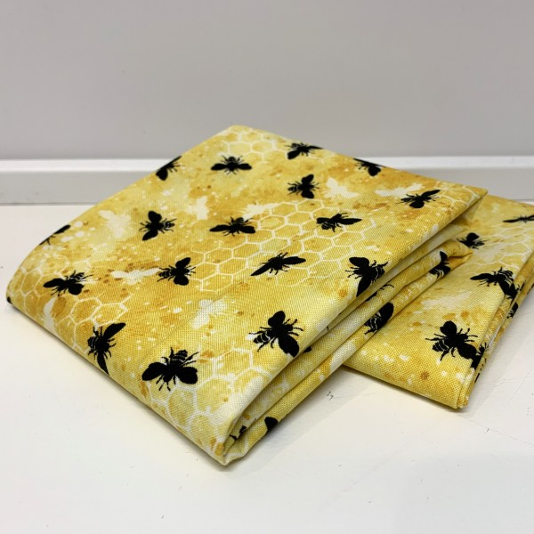 "Fat Quarter ""A bee""s life"" by Michael Davis"