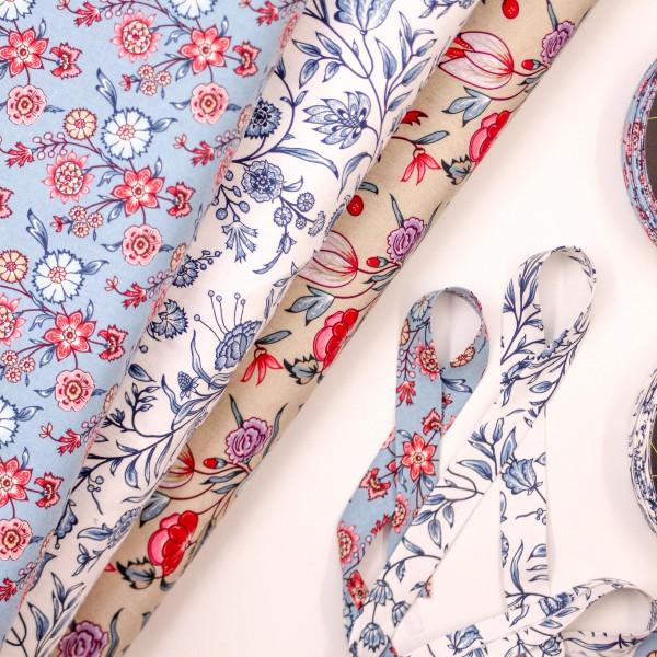 Bomuld hvid med blå blomster fra eyelike fabrics
